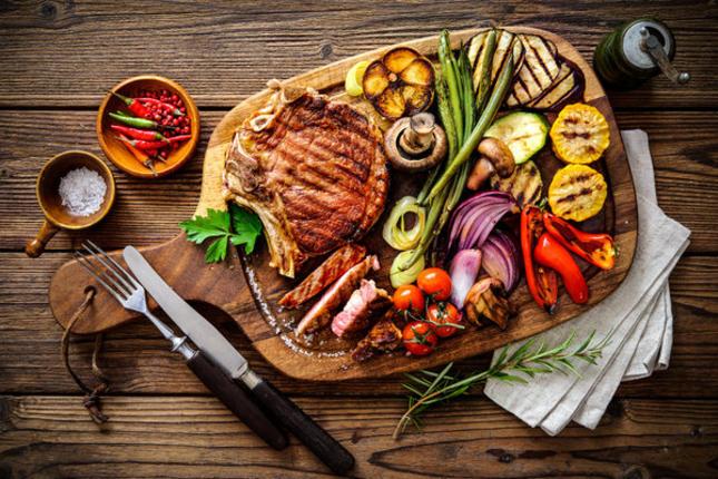Czas na grilla. Jak zjeść pysznie i zdrowo?