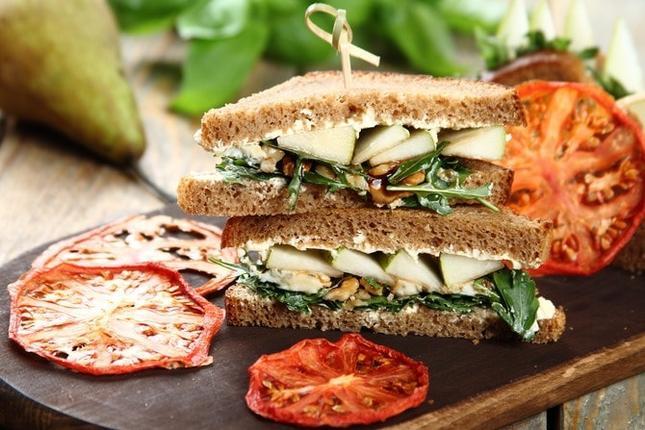Kanapka z gorgonzolą i gruszką