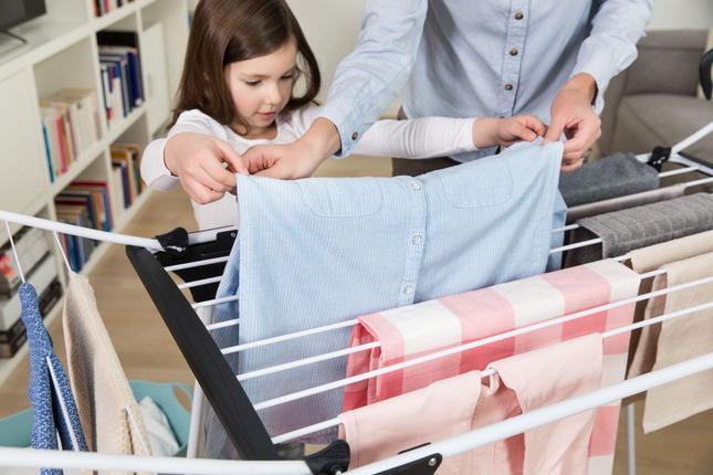 Grube druty suszarki zapobiegają powstawaniu zagnieceń na tkaninach fot. Vileda
