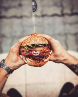 A może burgera z rana pytają w Barze Burger Store (ul. Kopernika 5)
