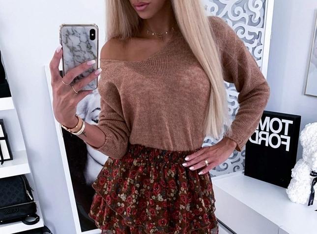 Karmelowy sweterek - elementem wielu stylizacji