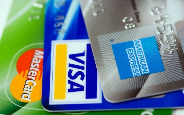 Jak płacić kartą, by nie wydać za dużo?
